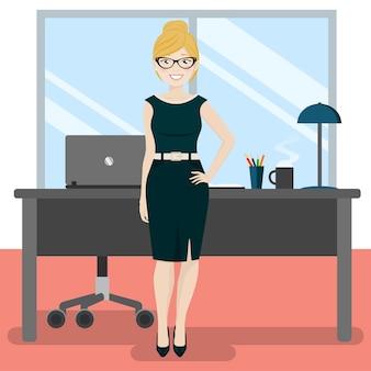 Jolie secrétaire au bureau avec ordinateur portable et café