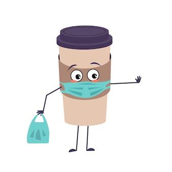 Jolie tasse de café avec visage et masque d'émotions garder les mains à distance avec le sac à provisions et arrêter le geste