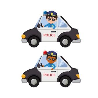 Jolis garçons en uniforme de policier conduisent une voiture de police.clip art dessin animé plat isolé