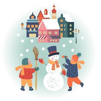 Jour de neige dans la ville de noël confortable les enfants font un bonhomme de neige les enfants jouent dehors en hiver