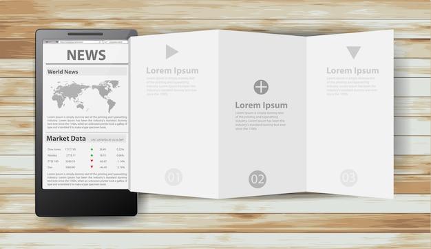Journal avec le papier plié créatif de téléphone intelligent sur le bois