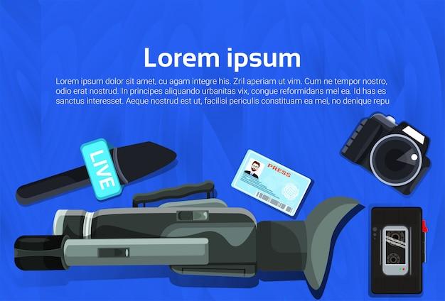 Journalisme concept tv ou presse news microphones, enregistreur et caméra
