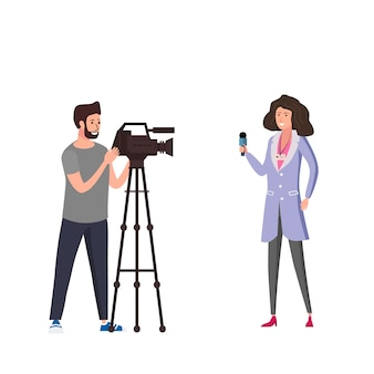 Journaliste femme journaliste présentant des nouvelles en direct avec un opérateur opérateur homme utilisant une caméra vidéo