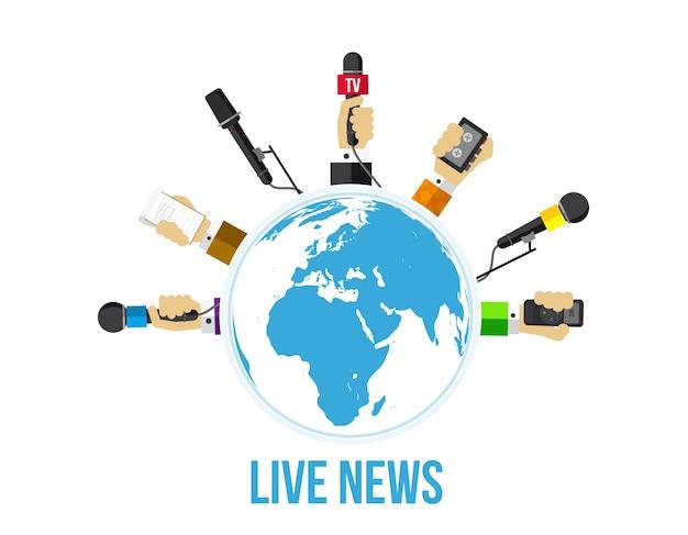 Journalistes, mains de journalistes avec microphones