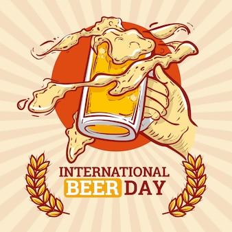 Journée de la bière avec des tasses design dessiné à la main