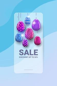 Joyeuses pâques vacances célébration vente bannière flyer ou carte de voeux avec illustration oeufs décoratifs