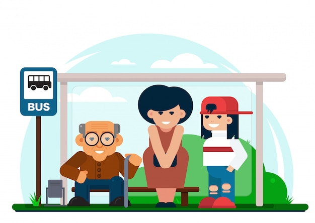 Joyeuses personnes multigénérationnelles debout à l'arrêt de bus et attendant l'arrivée du véhicule.