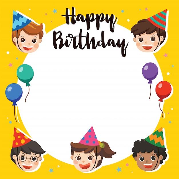 Joyeux anniversaire. beaux enfants saluant le personnage drôle et le modèle de carte d'invitation de fête d'anniversaire. carte d'illustration