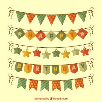 Joyeux anniversaire avec fanions décoratifs