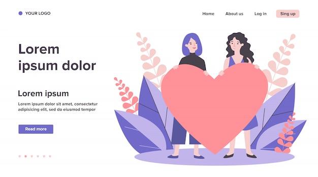 Joyeux couple gay féminin tenant coeur rouge