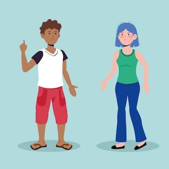 Joyeux garçon et fille parlant avec des vêtements décontractés