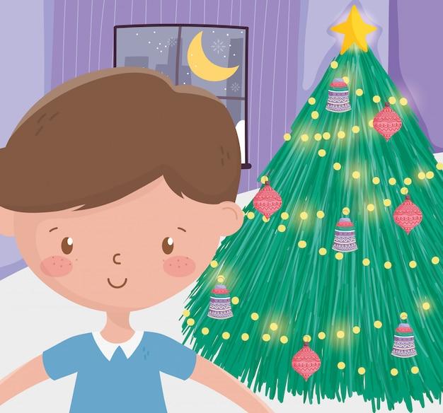 Joyeux noël célébration garçon mignon arbre lumières lumineuses boules salon