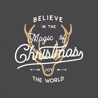 Joyeux noël lettrage. croyez en la citation de typographie magic of xmas, souhaitez avec la tête de cerf.