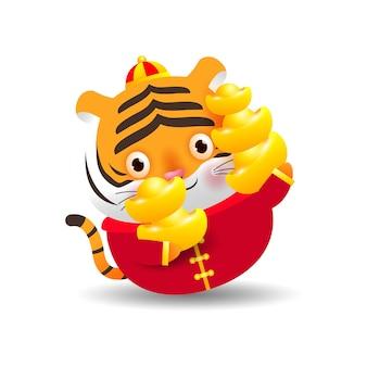 Joyeux nouvel an chinois 2022 petit tigre tenant l'or chinois l'année du zodiaque tigre illustration de vecteur de dessin animé isolé sur fond blanc