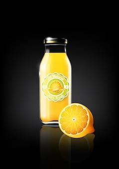 Jus de citron jaune dans une bouteille en verre