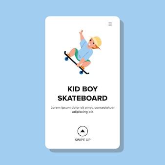Kid boy riding skateboard dans extreme park vector. enfant d'écolier monter et sauter sur une planche à roulettes dans un skatepark. caractère infant rider activité sportive en dehors web illustration de dessin animé plat