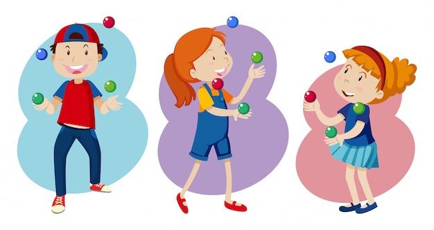 Kid jouent au jonglage coloré