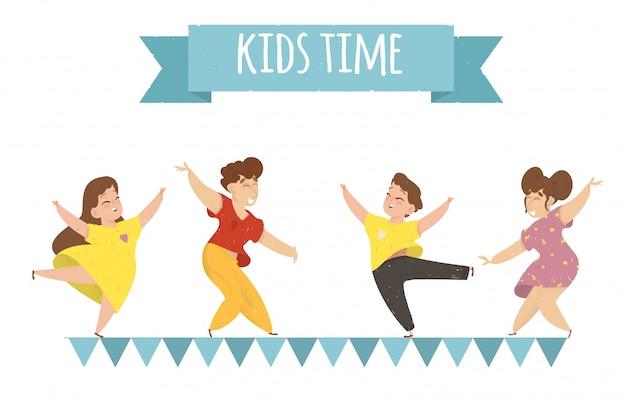 Kids time bannière horizontale: des enfants heureux se réjouissent