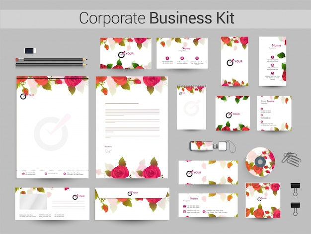 Kit d'identité d'entreprise avec des fleurs roses.