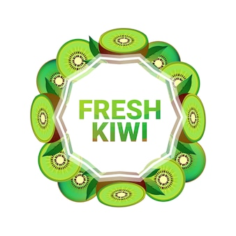 Kiwi fruits cercle coloré copie espace organique sur fond blanc