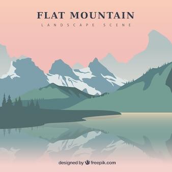 Lac fond et paysage montagneux