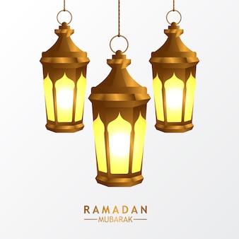Lampe dorée en forme de lanterne arabe faneuse réaliste pour le ramadan