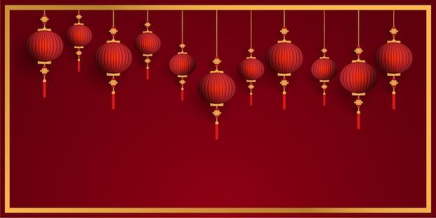 Lanternes rouges chinois suspendus sur fond rouge cadre or