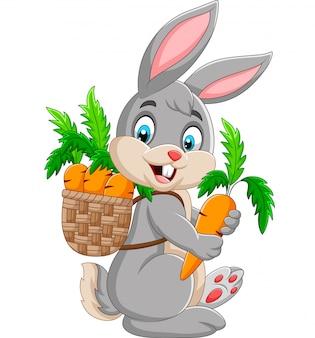 Lapin de pâques portant un panier rempli de carottes