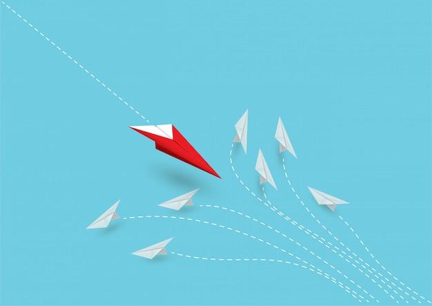 Le leader des avions en papier rouge montre différentes idées.