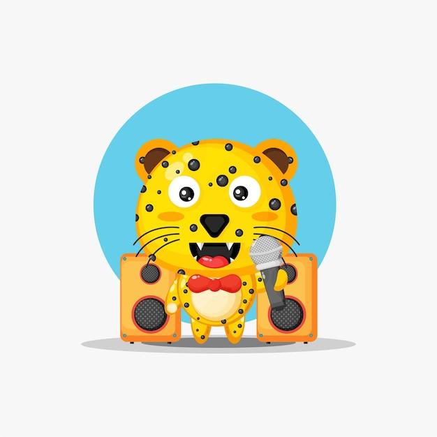 Le léopard mignon chante