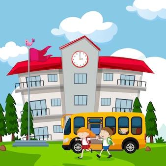 Les enfants viennent à l'école en autobus