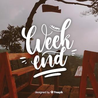 Lettrage de bonne fin de semaine avec fond de photographie