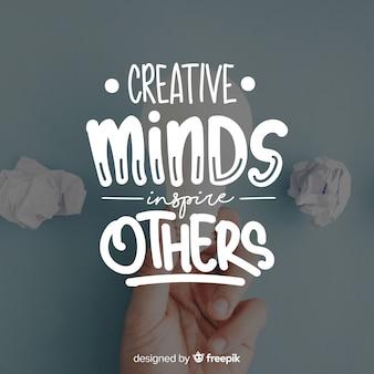 Lettrage design avec citation de la créativité