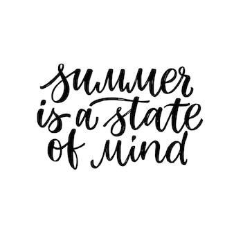 Lettrage dessiné à la main. l'été est un état d'esprit. calligraphie au pinceau moderne