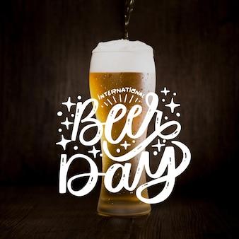 Lettrage de la journée internationale de la bière avec photo