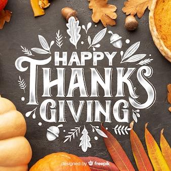 Lettrage de joyeux thanksgiving sur fond noir