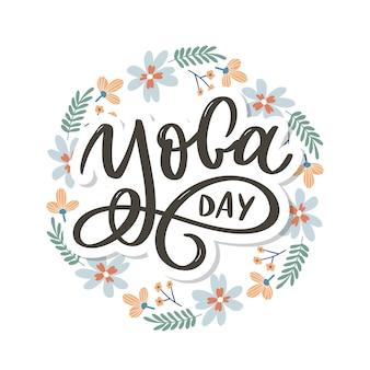Lettrage de yoga. contexte journée internationale du yoga. vecteur pour affiche, t-shirts, sacs. typographie de yoga. éléments vectoriels pour étiquettes, logos, icônes, badges.