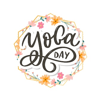 Lettrage de yoga. journée internationale du yoga. pour affiche, t-shirts, sacs. typographie de yoga. éléments vectoriels pour étiquettes, logos, icônes, badges.