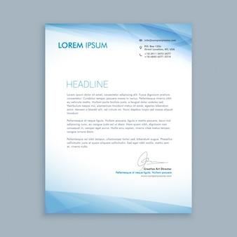 Lettre d'affaires avec des formes bleues