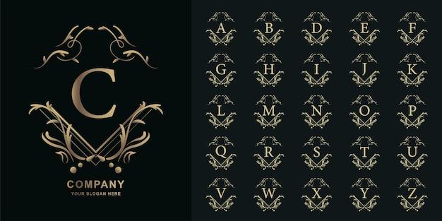 Lettre c ou alphabet initial de collection avec modèle de logo doré cadre floral ornement de luxe.