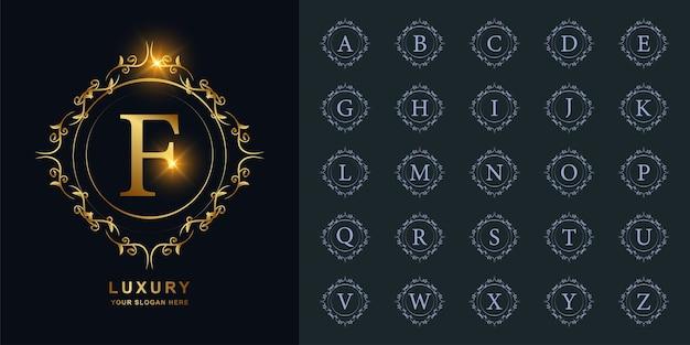 Lettre f ou alphabet initial de collection avec modèle de logo doré de luxe ornement cadre floral.