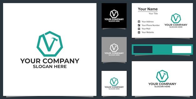 Lettre v hammer logo services de bricoleur conception de logo de vecteur et conception de carte de visite vecteur premium