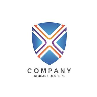 Lettre x dans la conception de logo de bouclier