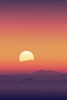 Lever du soleil avec la ligne du ciel en silhouette orange jaune et montagnes