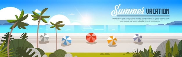 Lever du soleil palmiers tropicaux plage balles vue vacances d'été bord de mer mer océan