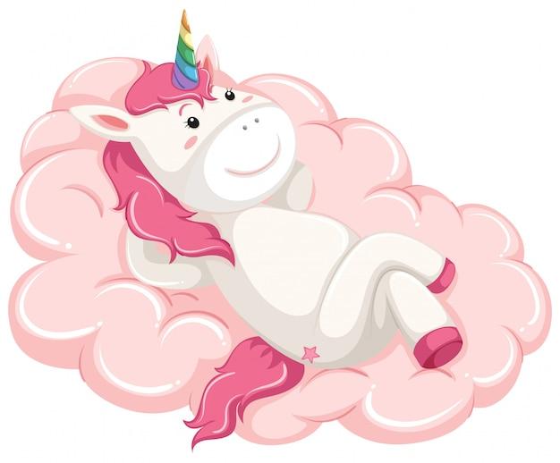 Une licorne allongée sur le nuage
