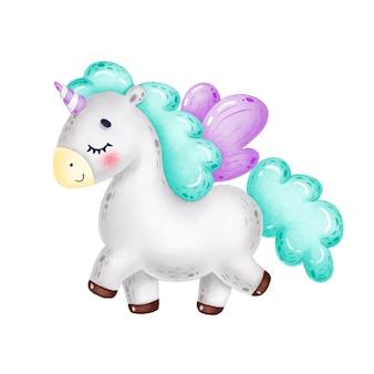 Licorne grise drôle de dessin animé mignon avec une crinière verte, des ailes violettes et des yeux fermés se promène et sourit sur un fond blanc