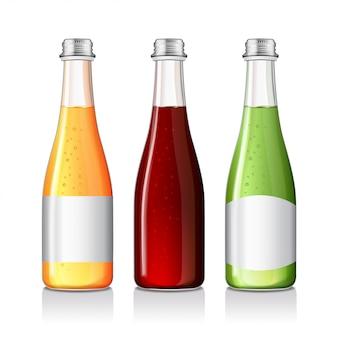 Limonade, boisson alcoolisée, jus dans une bouteille en verre avec des maquettes d'étiquettes.