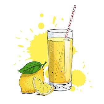Limonade fraîche avec un quartier de citron et de la paille.