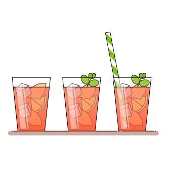 Limonade de pêche avec des tranches de fruits, glace et menthe dans un verre avec de la paille, du citron coupé et de la pêche.